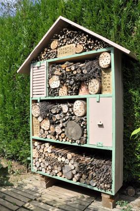 une maison insectes les conseils pour votre jardin de willemse france. Black Bedroom Furniture Sets. Home Design Ideas