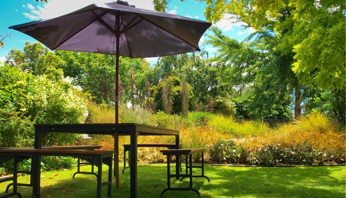Installer un coin d ombre au jardin les conseils pour for Jardin willemse