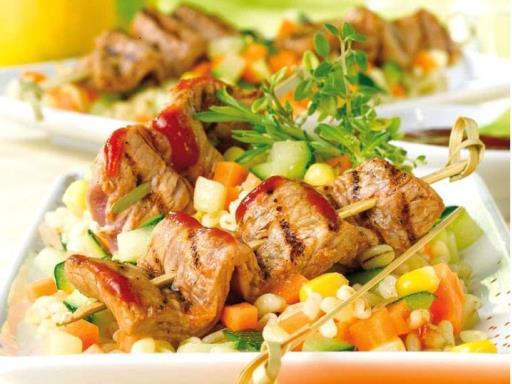 Recette : Brochettes de porc et ses petits légumes